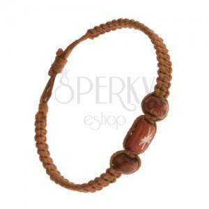Pletený náramok, svetlohnedá farba, drevené korálky, šnúrky