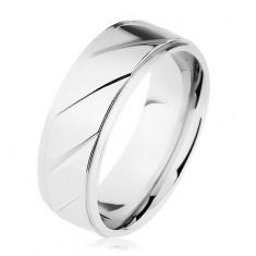 Prsteň z ocele 316L, vyvýšený pás zdobený šikmými zárezmi, strieborná farba