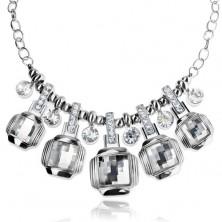 Masívny náhrdelník striebornej farby, brúsené priehľadné štvorce, zirkóny