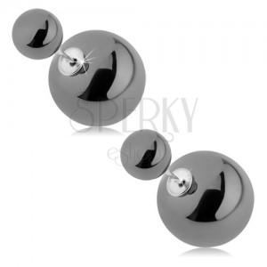 Lesklé obojstranné náušnice, väčšia a menšia gulička, sivá farba