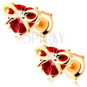 Zlaté náušnice 375 - srdce z červeného granátu s úzkou uviazanou stužkou
