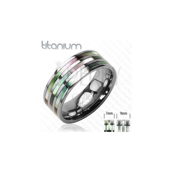 Titánový prsteň s troma perleťovými pruhmi v dúhových odtieňoch