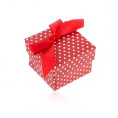 Šperky eshop - Červená darčeková krabička na prsteň alebo náušnice, biele bodky, mašlička Y33.13