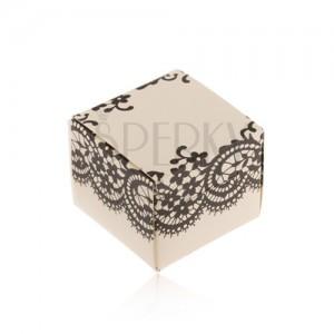 Krabička krémovej farby na prsteň, náušnice alebo prívesok, čierna čipka