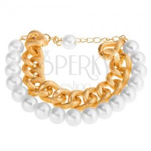 Náramok z korálok perleťovo bielej farby a masívnej retiazky v zlatom odtieni