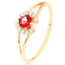 Prsteň zo žltého 9K zlata - okrúhly červený granát medzi čírymi oblúčikmi