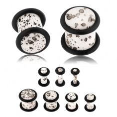 Akrylový plug do ucha, povrch bielej farby s čiernymi fliačikmi, čierne gumičky