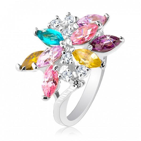 Ligotavý prsteň striebornej farby, veľký asymetrický kvet z farebných zirkónov
