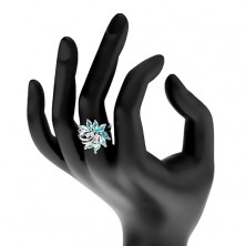Ligotavý prsteň, strieborný odtieň, nesúmerný kvet zo zirkónov, lesklé oblúčiky