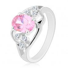 Prsteň v striebornej farbe, asymetrické línie, ružový ovál, číre zirkóny