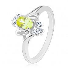Ligotavý prsteň, svetlozelený oválny zirkón, lístočky, číre zirkóniky