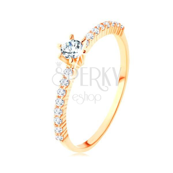 Prsteň zo žltého 14K zlata - číre zirkónové línie, vystupujúci okrúhly zirkón
