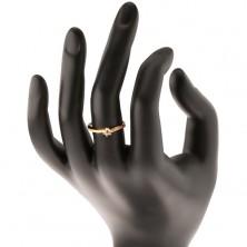Zlatý prsteň 585 - zvlnené zirkónové ramená, vystupujúci číry zirkón