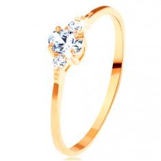 Zlatý prsteň 585 - číry oválny zirkón, malé zirkóniky po stranách