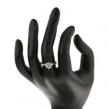 Trblietavý prsteň so strieborným odtieňom, zúžené ramená, zirkónový kvietok
