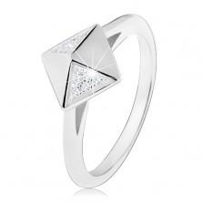 Ródiovaný strieborný prsteň 925, lesklá pyramída zdobená čírymi zirkónikmi