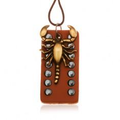 Šperky eshop - Tmavohnedý náhrdelník zo syntetickej kože, vybíjaná známka, škorpión Y35.17