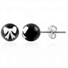 Šperky eshop - Oceľové náušnice, čierna gulička s bielou mašličkou, puzetové zapínanie AB27.11