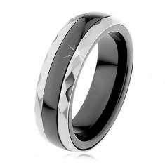 Keramický prsteň čiernej farby, brúsené oceľové pásy v striebornom odtieni