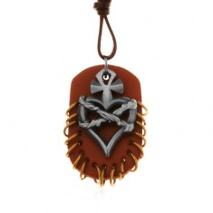 Šperky eshop - Náhrdelník z umelej kože, prívesky - hnedý ovál s krúžkami, srdce s krížom a drôtom Z17.10