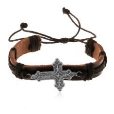Šperky eshop - Kožený náramok hnedej farby s čiernymi šnúrkami, ozdobne vyrezávaný kríž Z17.12