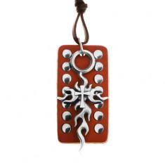 Šperky eshop - Kožený náhrdelník, nastaviteľný - hnedá vybíjaná známka, Tribal kríž Z17.15