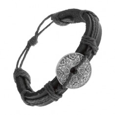 Náramok z čiernej syntetickej kože a šnúrok, kruh so vzormi a výrezom