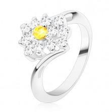 Ligotavý prsteň v striebornom odtieni, okrúhly žltý zirkón v čírom obdĺžniku