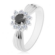 Trblietavý prsteň s podlhovastými zárezmi, čierno-číry kvet z okrúhlych zirkónov
