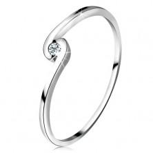 Prsteň z bieleho zlata 14K - okrúhly číry diamant medzi zahnutými ramenami