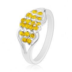 Prsteň v striebornom odtieni, rozdelené ramená, okrúhle žlté zirkóniky