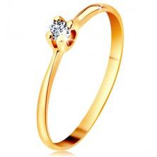 Zlatý prsteň 585 - ligotavý číry briliant v štvorcípom kotlíku, zúžené ramená