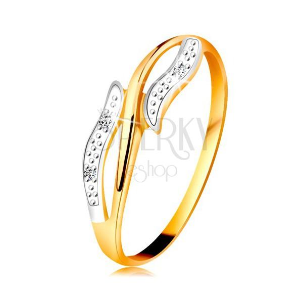 Diamantový prsteň zo 14K zlata, zvlnené dvojfarebné ramená, tri číre diamanty