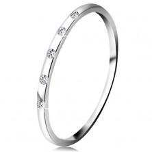 Prsteň v bielom 14K zlate - päť drobných čírych diamantov, tenká obrúčka