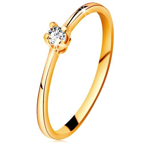 Zlatý prsteň 585 - ligotavý číry briliant v štvorcípom kotlíku, zúžené ramená - Veľkosť: 60 mm