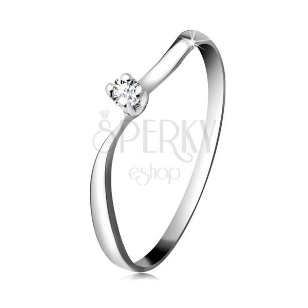 Diamantový prsteň z bieleho 14K zlata - ligotavý briliant v kotlíku, zvlnené ramená