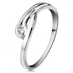 Prsteň v bielom 14K zlate - žiarivý číry diamant, zahnuté ramená so zárezom