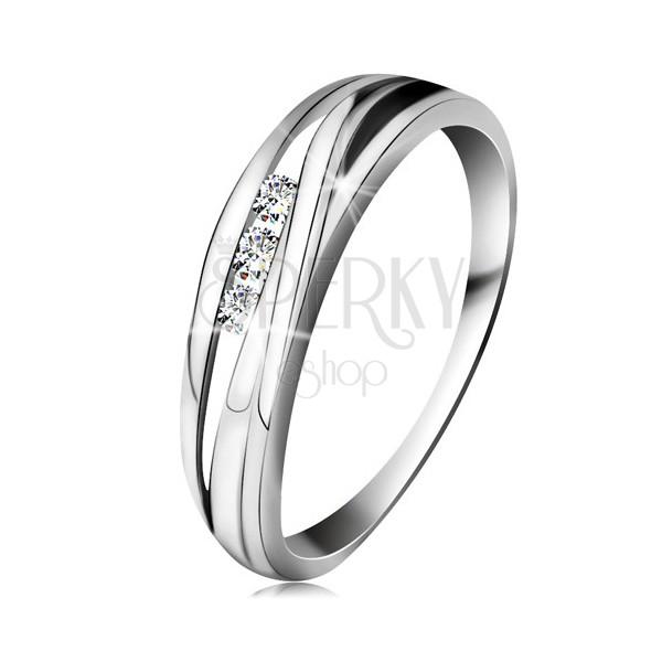 Briliantový prsteň z bieleho 14K zlata, zvlnené línie ramien, tri číre diamanty