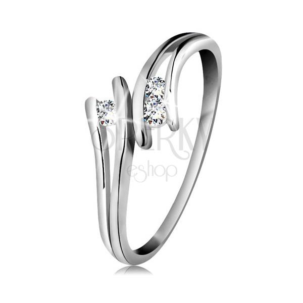 Diamantový zlatý prsteň 585, tri žiarivé číre brilianty, rozdelené ramená, biele zlato