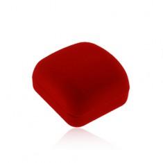 Červená zamatová krabička na náušnice alebo prívesok, skosená vrchná časť