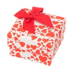 Krabička na prsteň alebo náušnice - červené srdiečka na bielom podklade a mašľa