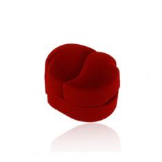 Zamatová krabička červenej farby na dva prstene alebo náušnice, zahnuté kvapky