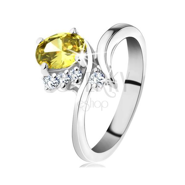 Trblietavý prsteň v striebornom odtieni, oválny zirkón v žltej farbe