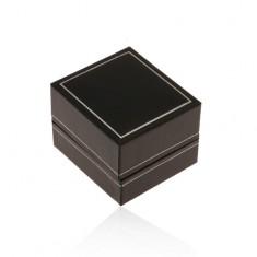 Čierna koženková krabička na prsteň, tenký lem v striebornom odtieni