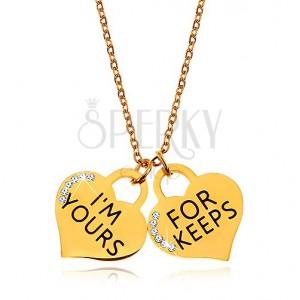 Oceľový náhrdelník zlatej farby, dva srdiečkové prívesky s nápismi a zirkónikmi