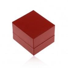 Tmavočervená koženková krabička na prsteň alebo náušnice