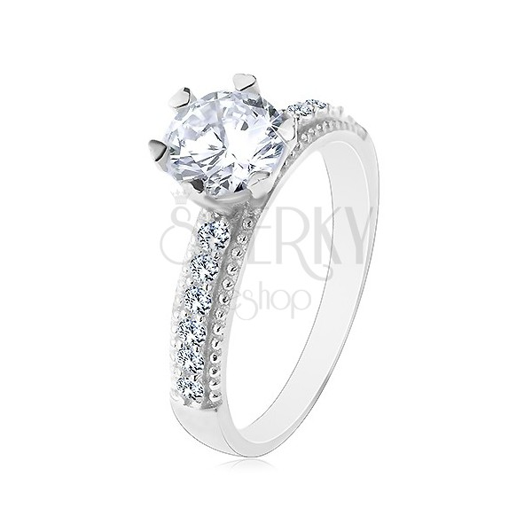 Zásnubný prsteň, striebro 925, okrúhly číry zirkón, ramená so zirkónikmi a vrúbkami