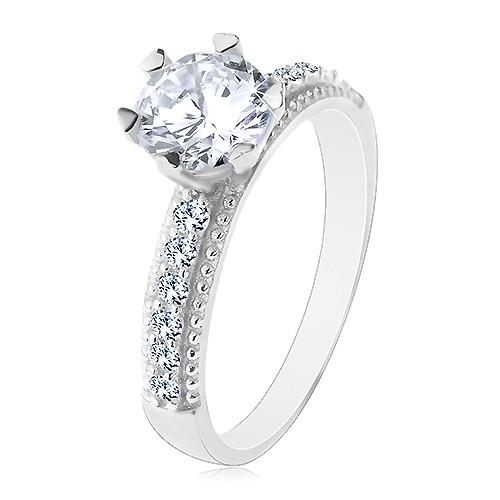 Zásnubný prsteň, striebro 925, okrúhly číry zirkón, ramená so zirkónikmi a vrúbkami - Veľkosť: 53 mm