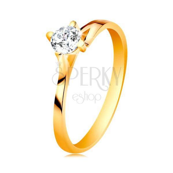 Prsteň v žltom 14K zlate - trblietavý číry zirkón v lesklom vyvýšenom kotlíku