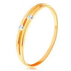 Zlatý diamantový prsteň 585 - lesklé hladké ramená s úzkym výrezom a briliantami